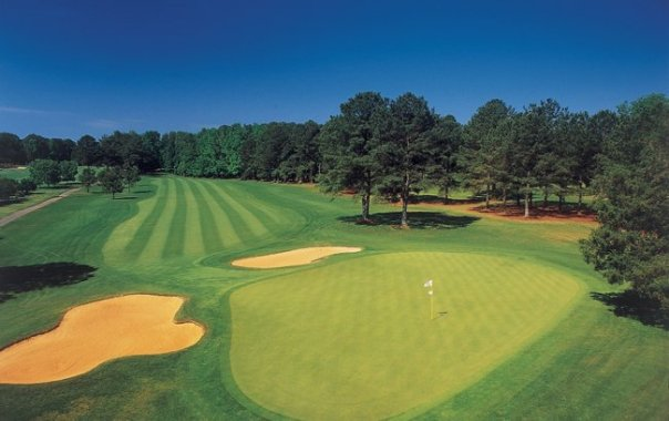 The green golf courses attract a lot of attention. The Gardens hosts many renowned golfing tournaments.  this is the famous Mountain View course.