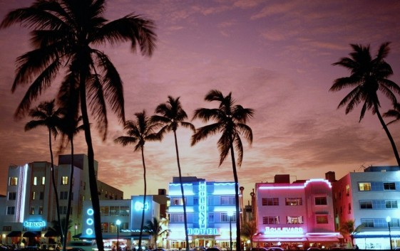 Sunset-on-Beachfront-of-Ocean-Drive-in-the-heart-of-South-Beach-in-the-famous-Art-Deco-district-Miami-Beach-Florida